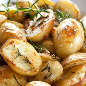 Receta-recetas-locos-x-la-parrilla-locosxlaparrilla-receta-papas-horno-romero-papas-horno-romero-papas-papas-romero-2-736x477